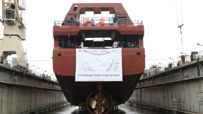 В Петербурге спустили на воду первый серийный траулер проекта 170701