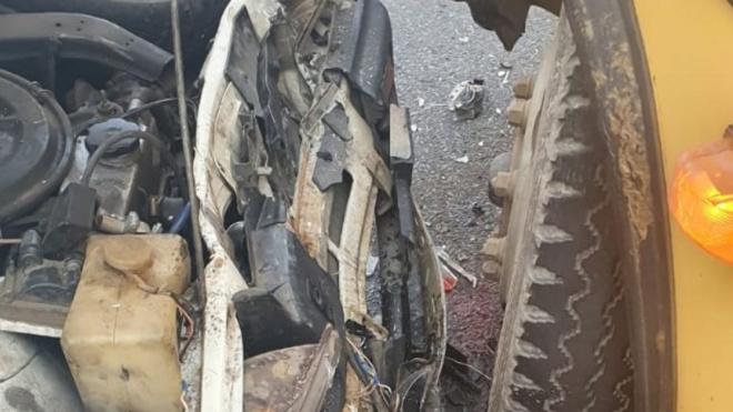 На Кубани школьный автобус протаранил легковушку