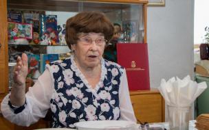 Глава Выборгского района поздравил с днем рождения ветерана Великой Отечественной войны Марию Никитину