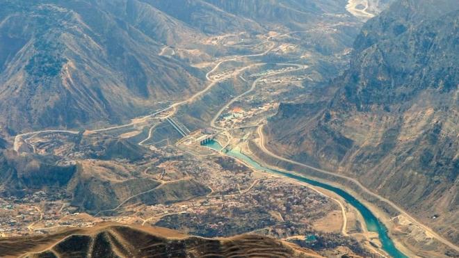В Дагестане трактор вместе с трактористом упал в реку