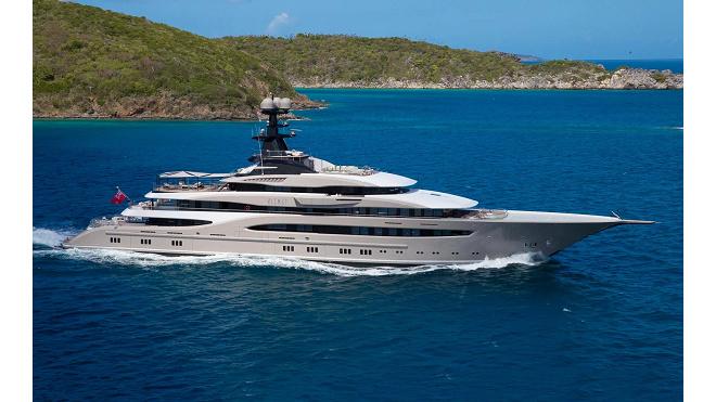 В Петербург приплыла роскошная 95-метровая яхта иностранного миллиардера