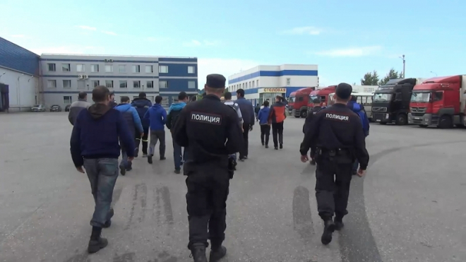 Миграционная полиция нашла мигрантов-нелегалов в промзоне на Волхонском шоссе