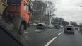 Бухой крановщик протаранил пять машин на севере Петербур...