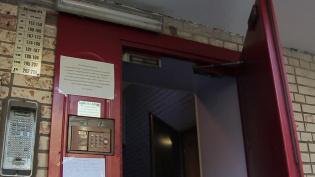 Петербуржцу пришлось отвоевывать свою квартиру с приставами
