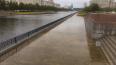 Фото: осенний дождь затопилНовосмоленскуюнабережную