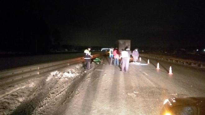 Два человека погибли в ДТП с грузовиком и снегоходом в Екатеринбурге