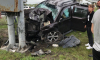 На Пулковском шоссе иномарка на большой скорости въехала в опору моста, пострадал водитель