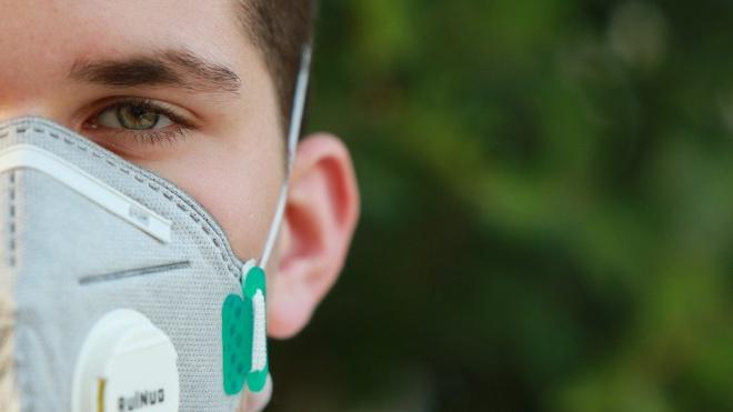 Во Франции обвинили США в перекупке заказанных из Китая масок
