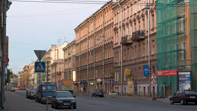 Петербуржец с мачете напал на охранника из-за парковочного места