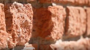 Рухнувшая на кронштадтском заводе стена задавила рабочего