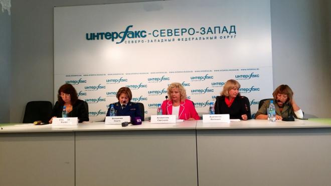 Елена Спасская рассказала о создании безопасных условий для школьников Петербурга