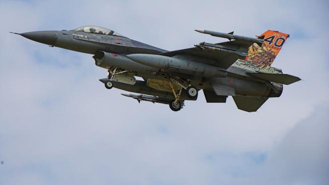 Макет авиабомбы упал на польский город во время учебного полёта истребителя F-16