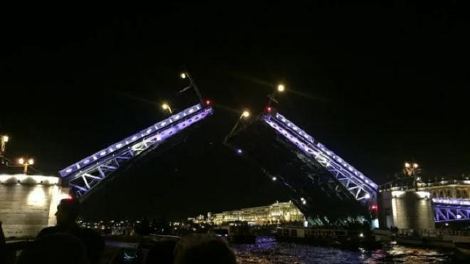 Дворцовый мост разведут под музыку Виктора Цоя