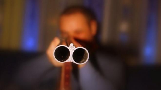 У пьяного петербуржца, стрелявшего по прохожим, изъяли целый арсенал оружия