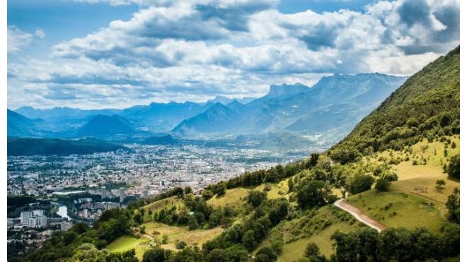 Турист из России погиб в горах во Франции