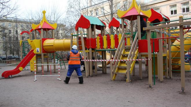 На Васильевском острове нашли две небезопасные детские площадки