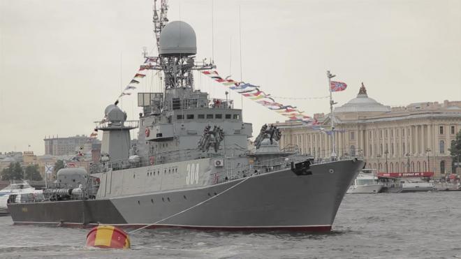 Парад ВМФ в Петербурге посетила политическая элита страны