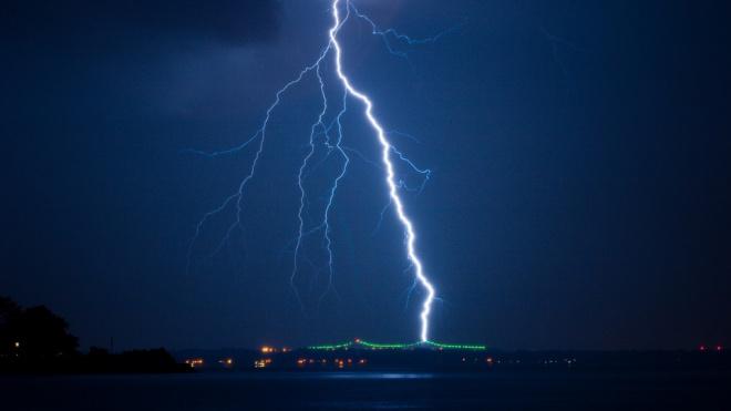 Во Флориде на пляже от удара молнии пострадали 8 человек