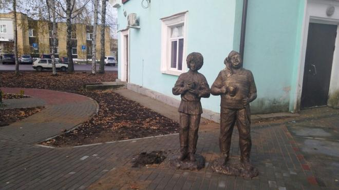 Вандалы украли статую Юрия Никулина в образе Балбеса в Ленобласти