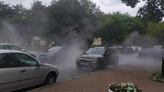 На Московском проспекте прорвало трубу с кипятком