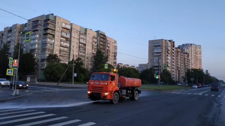 В Петербурге за прошлую неделю дорожные службы вывезли 2,3 тысячи тонн загрязнений