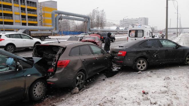 Шесть автомобилей столкнулись в Выборгском районе