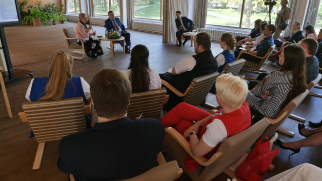 Учителям Ленобласти выделят средства на приобретение жилья