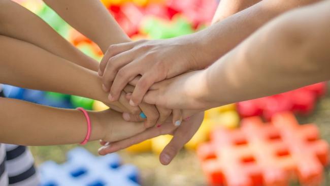 ЗакС Петербурга принял закон об адресной помощи малоимущим детям