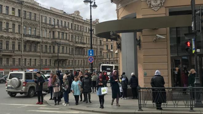 """В торговом комплексе """"Невский центр"""" провели эвакуацию"""