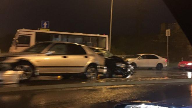 Авария на Выборгском шоссе стала причиной огромной пробки
