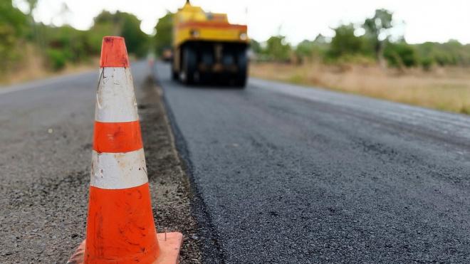 В Стрельне начался ремонт Волхонского шоссе