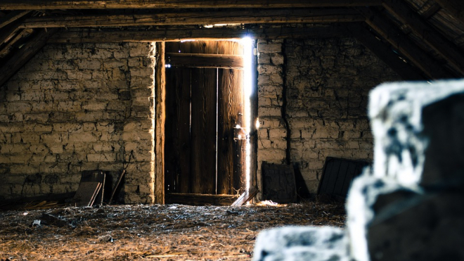На Лиговском в жилом доме обрушилось межэтажное покрытие