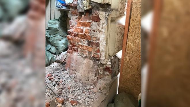 Жительница Васильевского острова разрушила фасад жилого дома