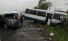 Автобус с пассажирами смял легковушку и улетел в кювет на Московском шоссе