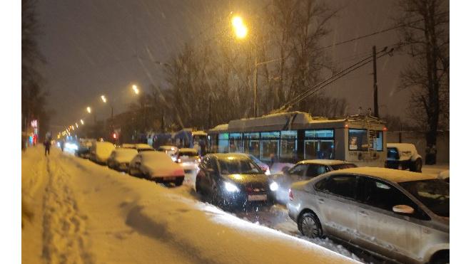 Вечерний Петербург сковали пробки в 10 баллов
