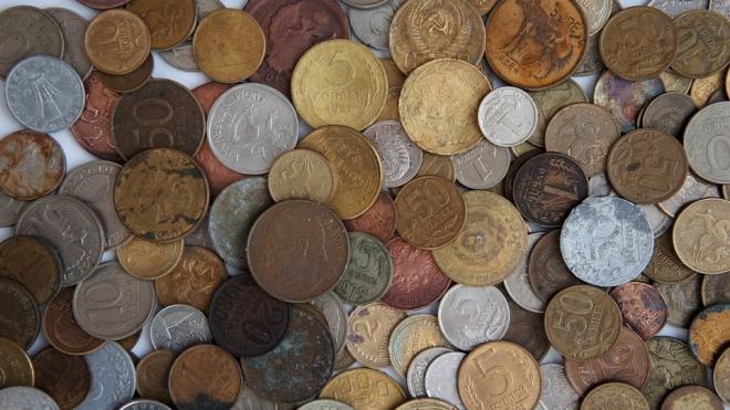 Приколист из Иркутска оплатил приставам долг в 5 000 рублей пятикопеечными монетами