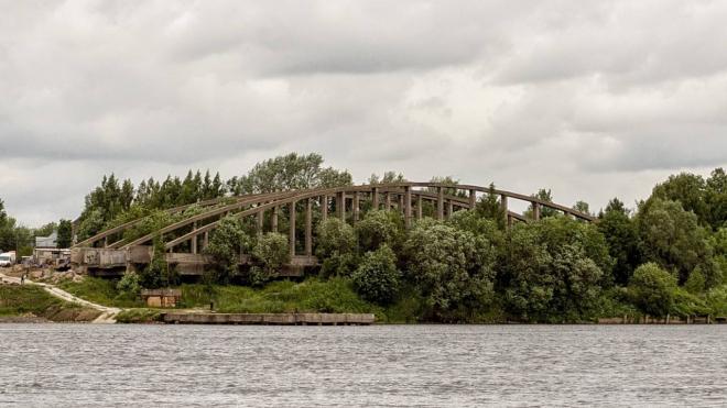 Старые фермы Володарского моста продают за рубль