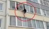 Петербуржец упал с четвертого этажа и побежал по снегу