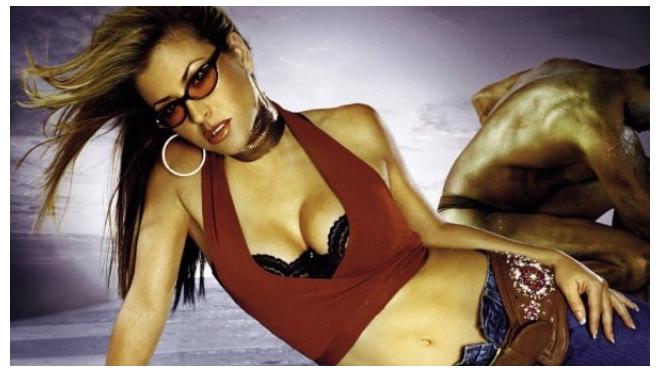 Американская певица Анастейша удалила обе груди
