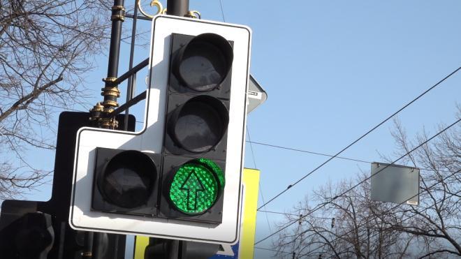 На Варшавской улице в Петербурге появился новый светофор