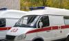 Жительница Петергофа выпала из окна и приземлилась на козырек парадной