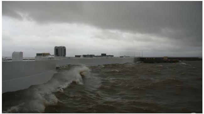 Дамбу в Петербурге закрыли из-за угрозы наводнения
