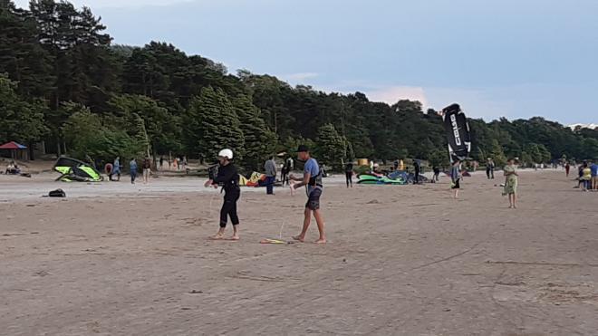 Горожане недовольны, что серферы катаются рядом с отдыхающими в Сестрорецком Курорте
