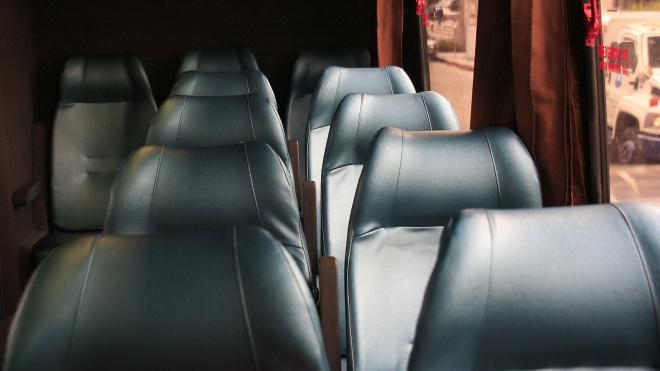 В Бокситогорском районе опрокинулся автобус с 11 пассажирами