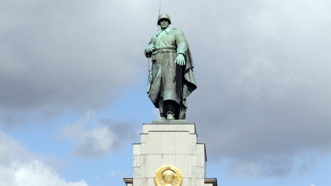 В Берлине мужчина осквернил памятник красноармейцам