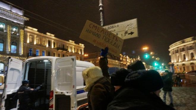 У Гостиного двора в Петербурге задержали нескольких активистов