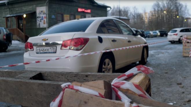 В Москве женщина на автомобиле врезалась в жилой дом