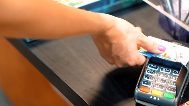 Эксперты перечислили способы мошенников узнать баланс банковской карты