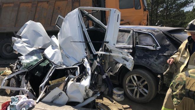 """На трассе """"Урал"""" грузовик без тормозов смял 5 машин и убил 2 человек"""