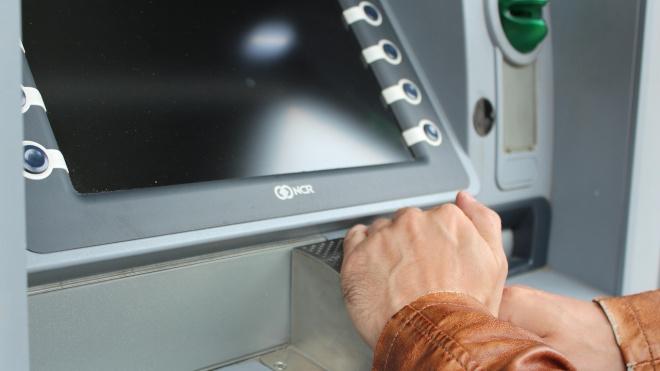 Из Тихвинской больницы вынесли банкомат с 3,5 млн рублей